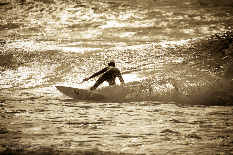 Dancing in the dark – Surf photo gallery from Freshwater Bay